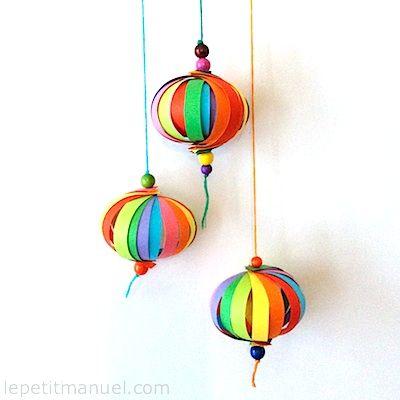 Super Bricoler des boules de déco tout en couleurs @ Le Petit Manuel  EH47