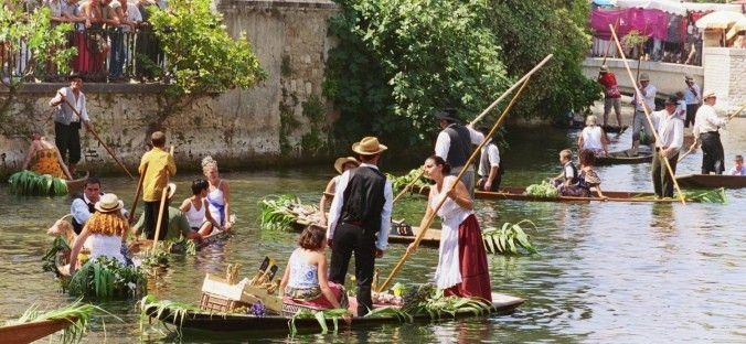 Floating market, L'Isle sur la Sorgue, Marché flottant, 1er dimanche du mois d'août, summer, provence