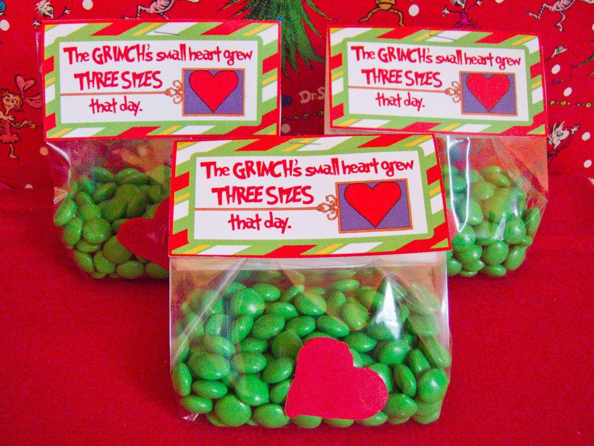 Christmas Party Favors Ideas Part - 45: Grinch Christmas Party Favor Bags.