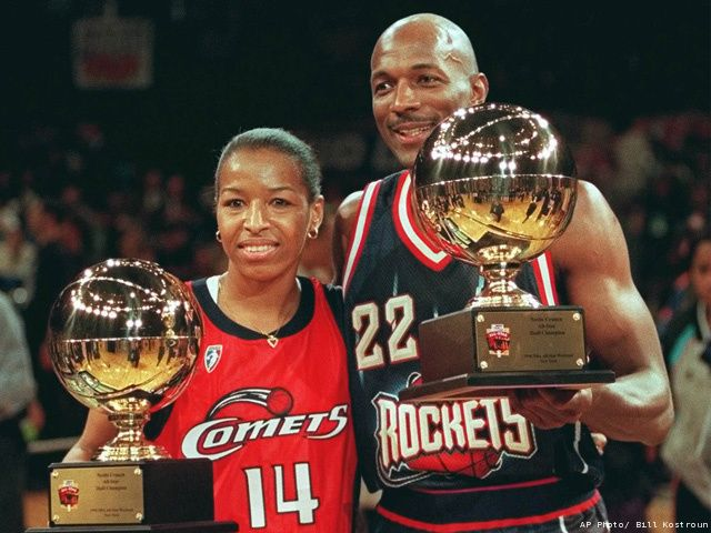 Wnba S Cynthia Cooper Of The Houston Comets And Clyde Drexler Of The Houston Rockets Display T Basketball Quotes Inspirational Nba Pictures Basketball Girls