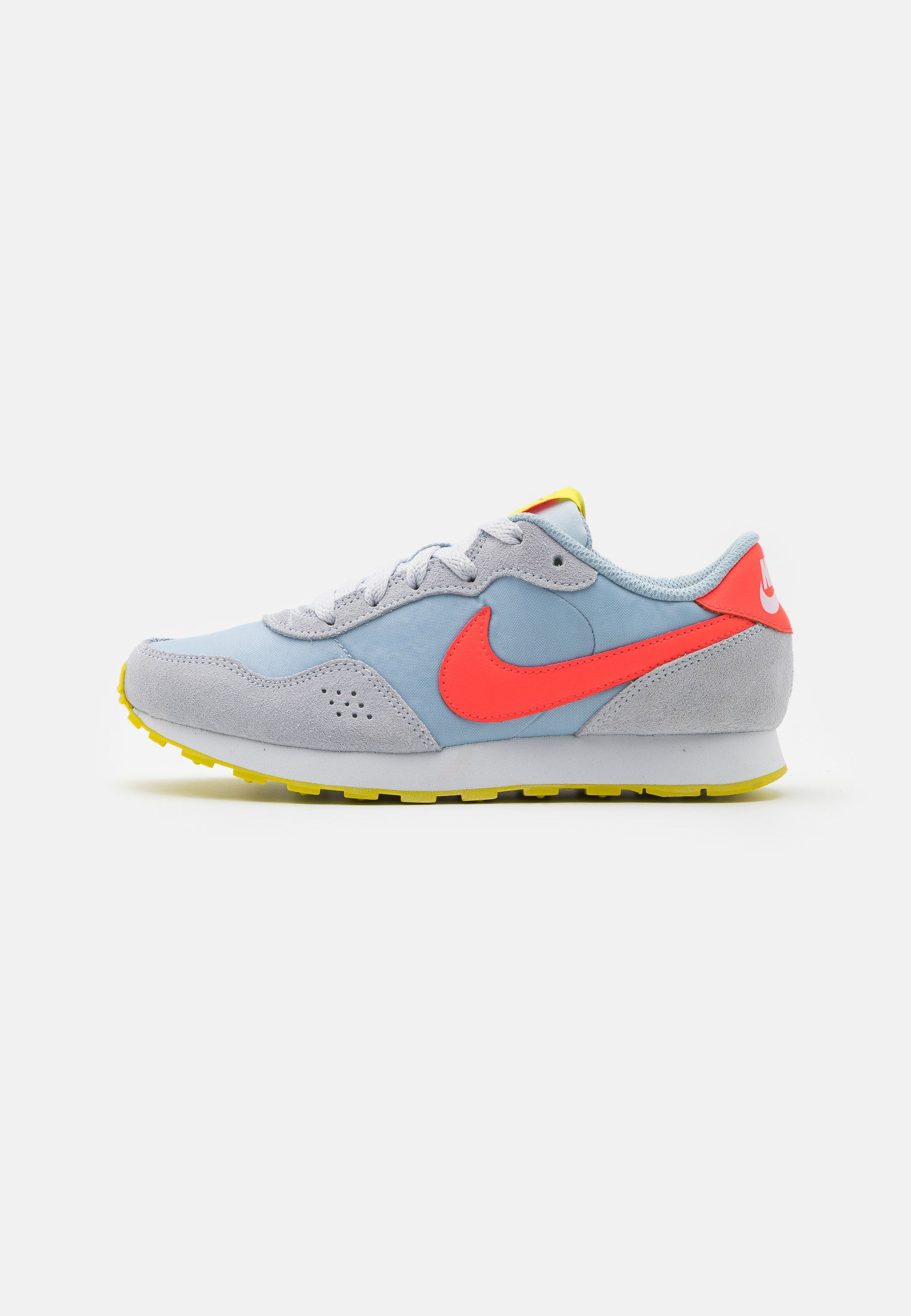 Nike Sportswear Valiant Sneakersy Niskie Football Grey Bright Crimson Szary Zalando Pl Ropa Deportiva Nike Nike Zapatillas Running