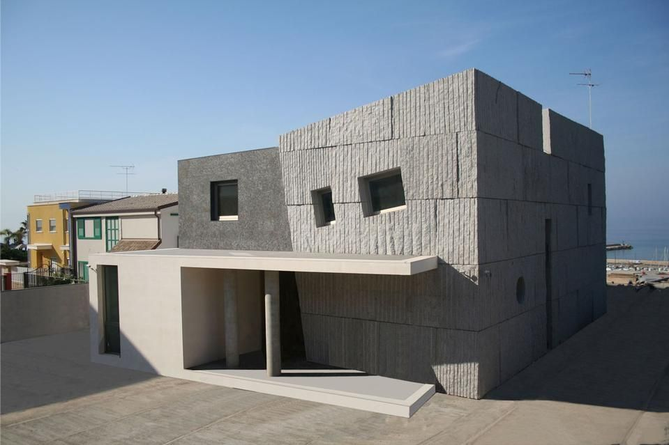 House in Gela, Sicily, by Studio Castellana