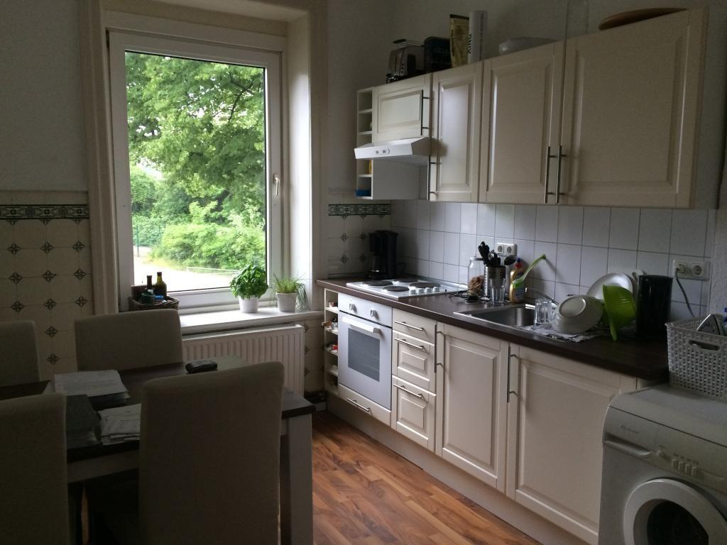 Große, aber gemütliche Küche mit Esstisch und Platz für mehrere ...