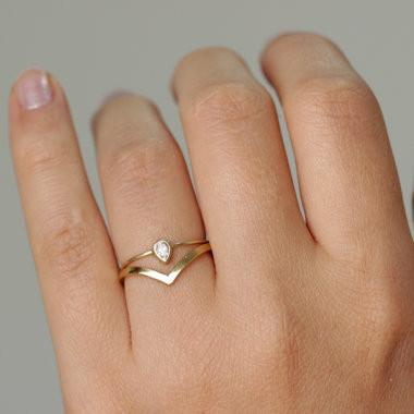 Skinny Curved V Ring This Ultra Sleek 1 8mm Band Is Made Of Solid 14k Yellow Gold Also Available In Rose And White Simple Shaped Makes An
