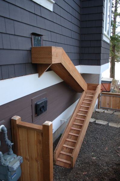 Doggie Door OR cat walk WITH enclosure around ramp, maybe leading way to catio. Also idea for cat stairs. #catio #cats