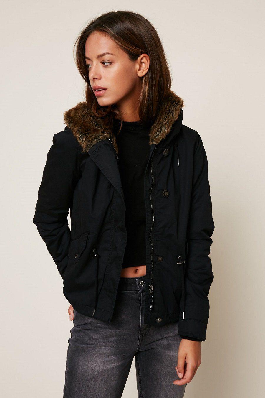 Only Parka courte mi-saison à capuche noire - Parka Femme Monshowroom -  Iziva.com