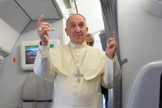 Resultado de imagen para Papa Francisco en avion