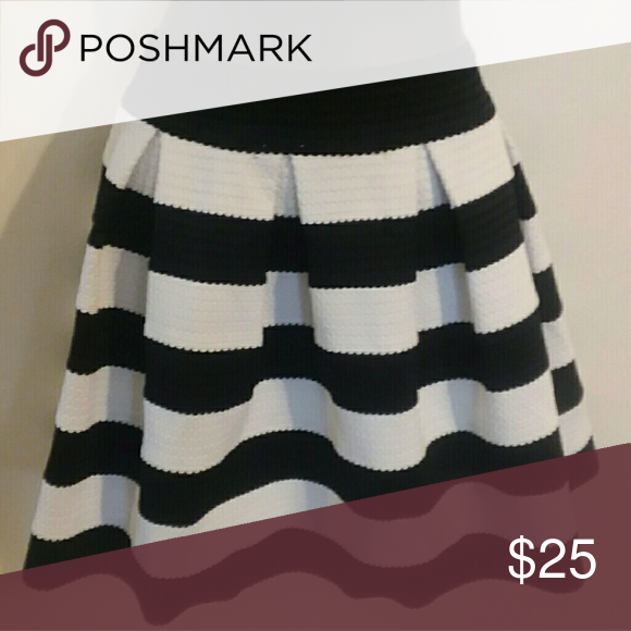 b8a1f5d4a2 Express black and white skirt Thick black and white skirt with thick pleats  A/26 Express Skirts Midi