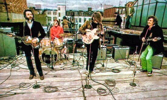 The Beatles on the rooftop for the famous concert above Apple Studios ✌️