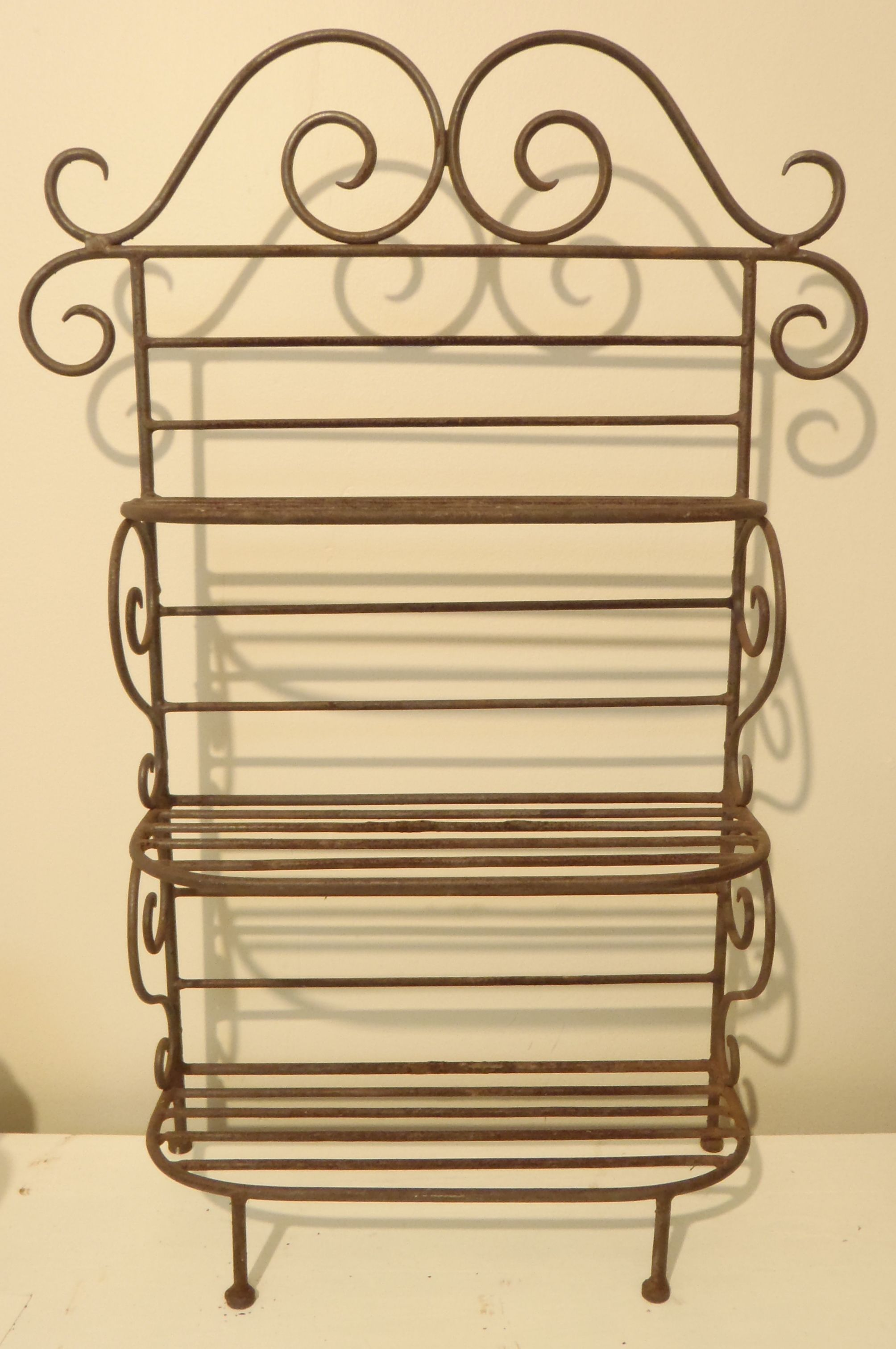 Wrought Iron three tier stand | Ideas "|2008|3023|?|c0b3e5ce791addcd119f2d10bc269dbd|False|UNLIKELY|0.3602892756462097