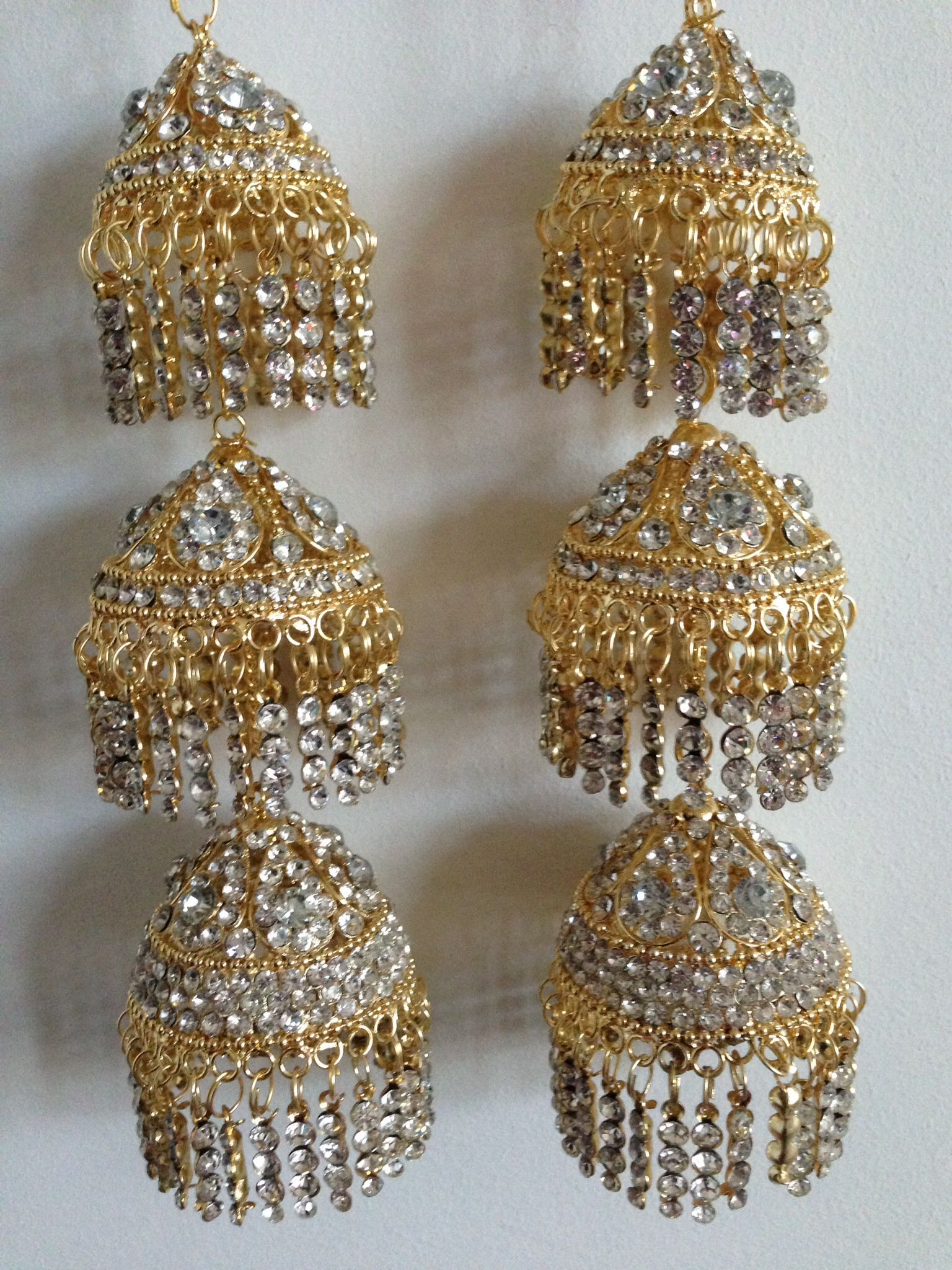 Stunning gold and diamanté's kaleera a classic style