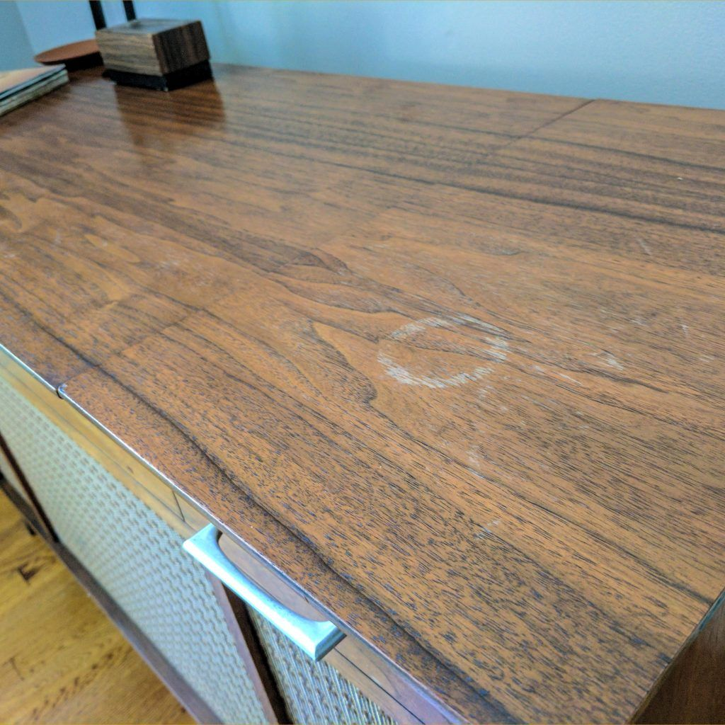 To Remove White Rings Left By Wet Gles On Wood Furniture Mix Equal Parts Vinegar And Olive Oil Ly It With A Soft Cloth While Moving The