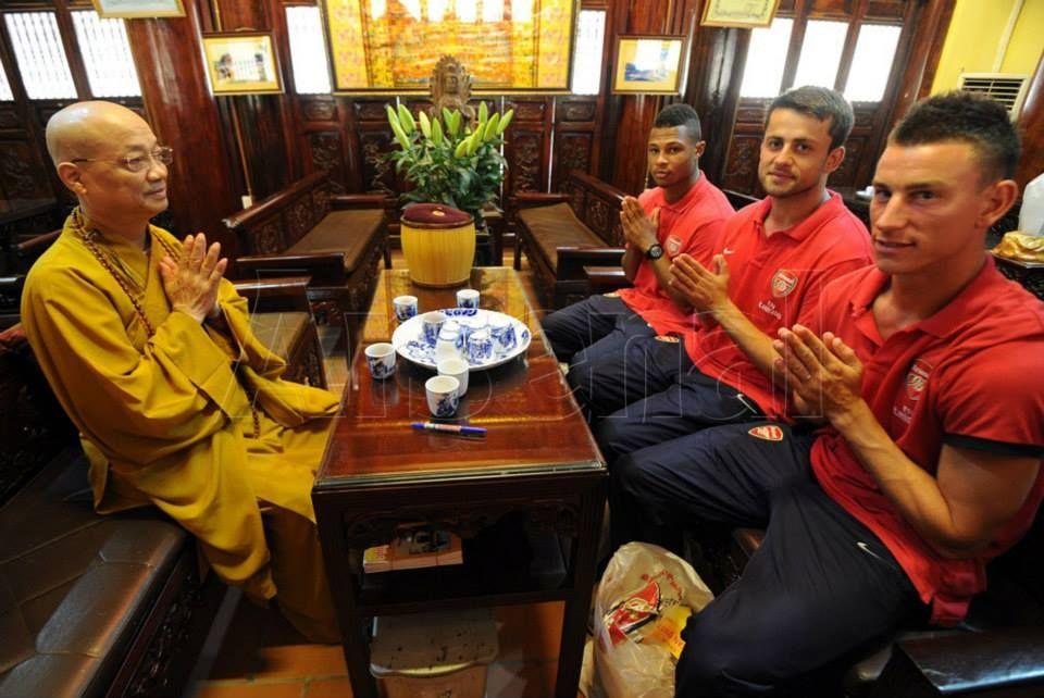 Arsenal -- Tran Quoc Pagoda visit