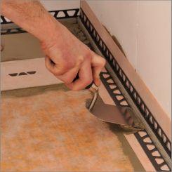 implantation du joint p riph rique schl ter dilex rf au niveau des liaisons receveur murs. Black Bedroom Furniture Sets. Home Design Ideas