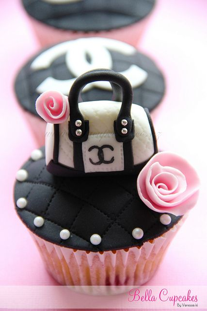 Chanel Cupcakes. #weddingshower