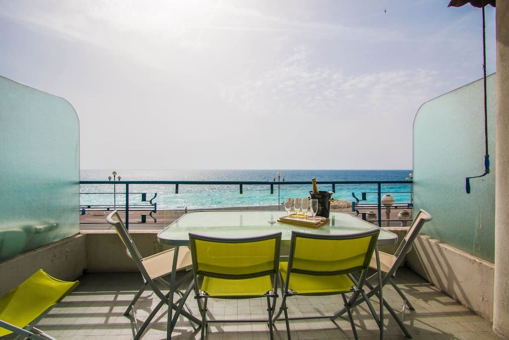 In Nice Fr Large Apartment With 2 Rooms For 4 People Located On