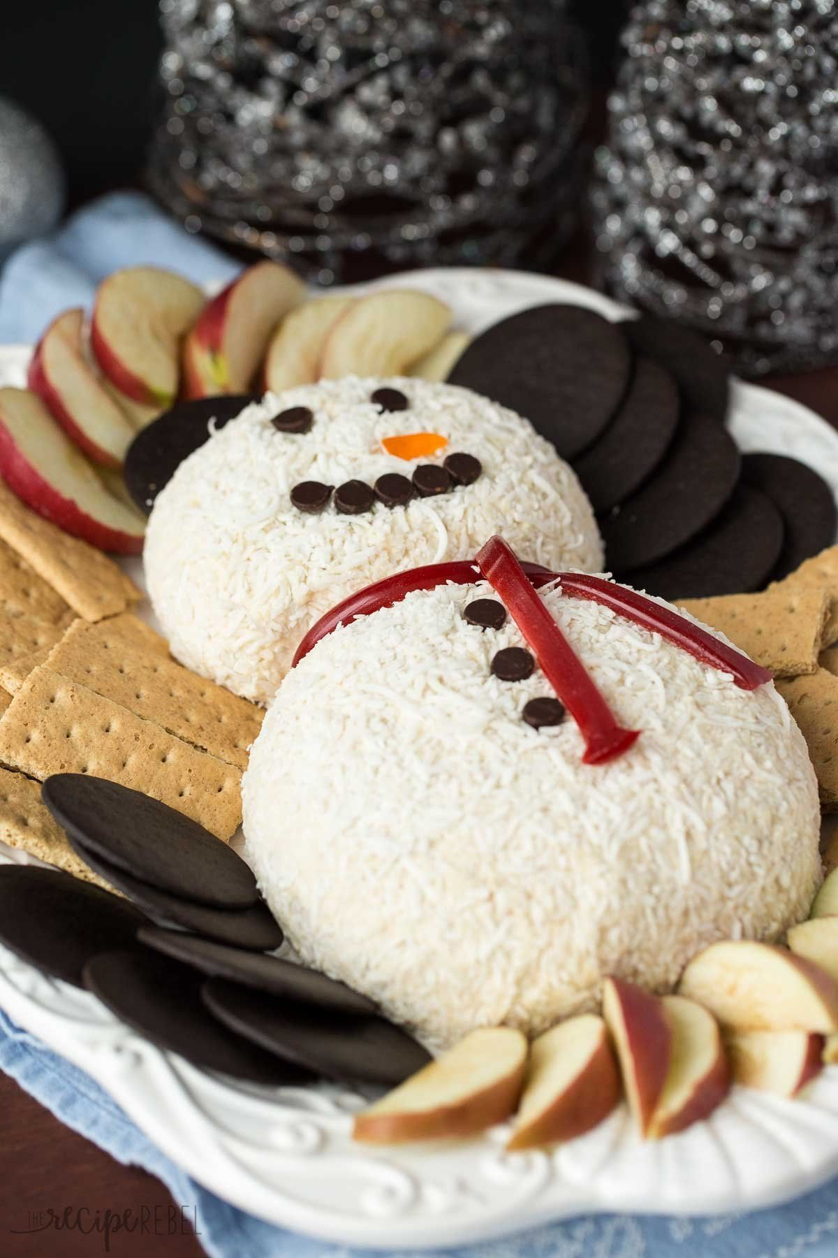 Snowman White Chocolate Toffee Cheese Ball for Christmas! @FoodBlogs