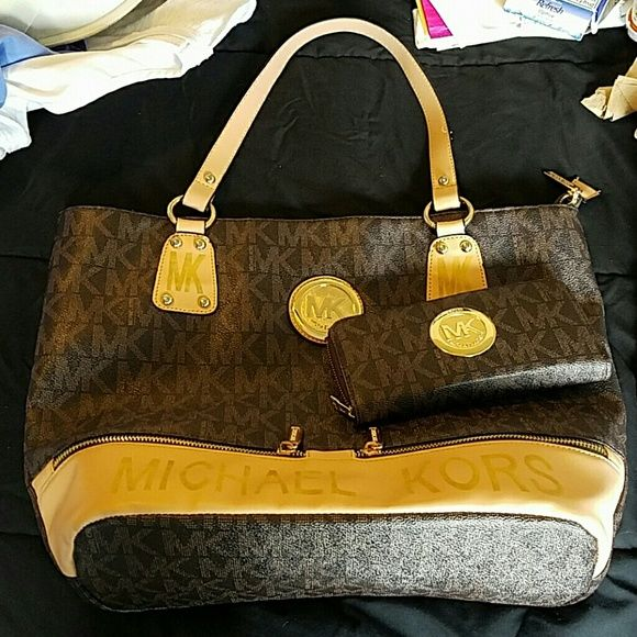 ef2bc03588 MK purse and wallet Like new only used a few times. Inside pocket on purse