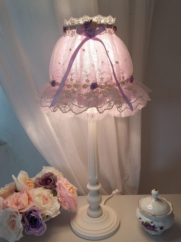 une reservee lampe shabby romantique dentelle tulle et lin luminaires par le mas de. Black Bedroom Furniture Sets. Home Design Ideas