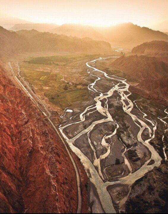 Northwest China Silk Road - 중국 서북부 타클라마칸 사막 실크로드. 이런 곳으로 모험을 떠나고 싶다.