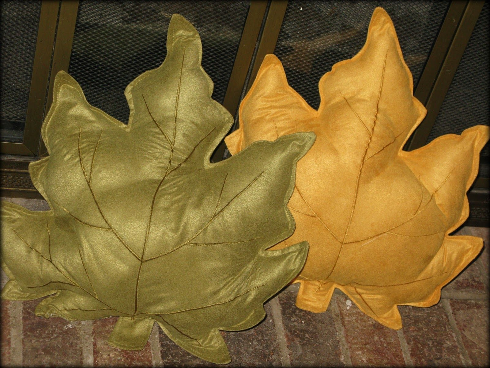 Easy Fall Leaf Pillow Tutorial ~ Made From Placemats! (she:Kelsey) #furnitureredos