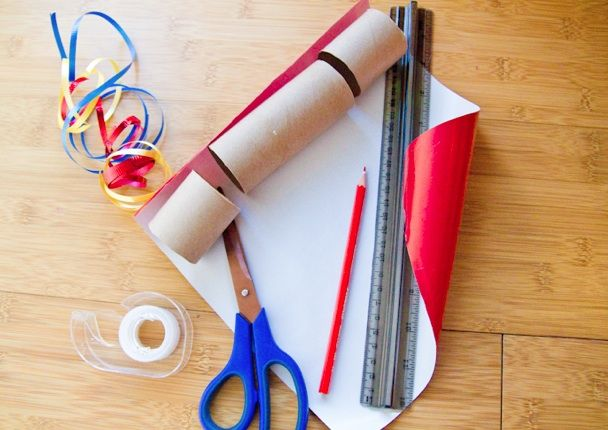 Classic holiday cracker craft using toilet paper rolls great to make your own christmas crackers solutioingenieria Images