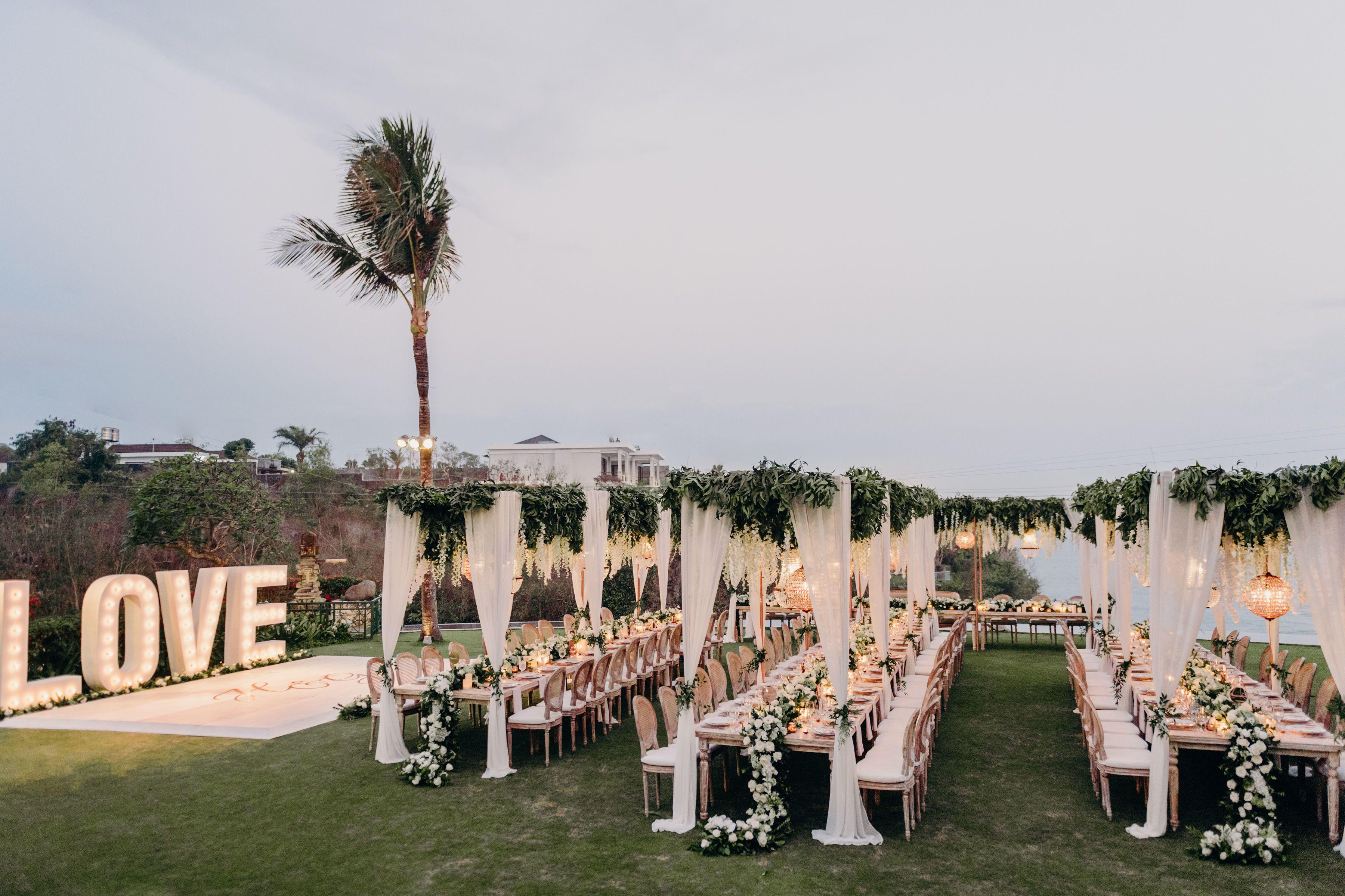 Read More Https Www Stylemepretty Com 2019 01 06 Hannah Polites Ties The Knot In Stunning Bali Outdoor Wedding Luxury Wedding Venues Beach Wedding Reception