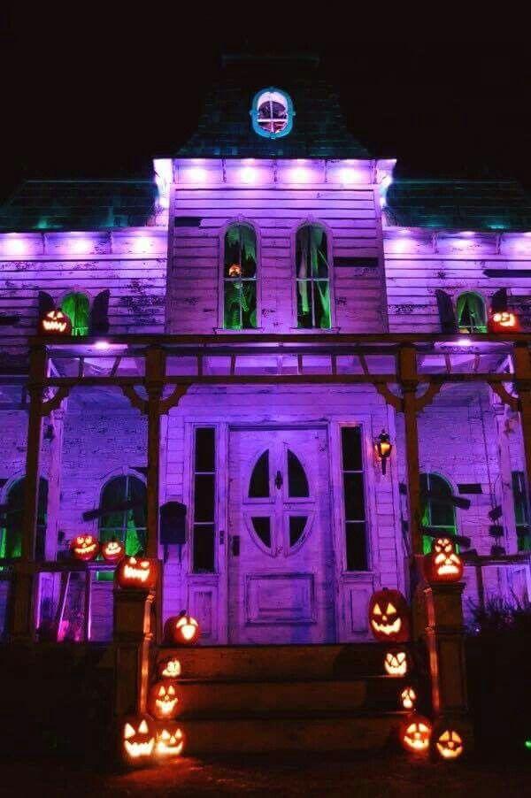 Halloween decor Halloween Pinterest House facades, Haunted