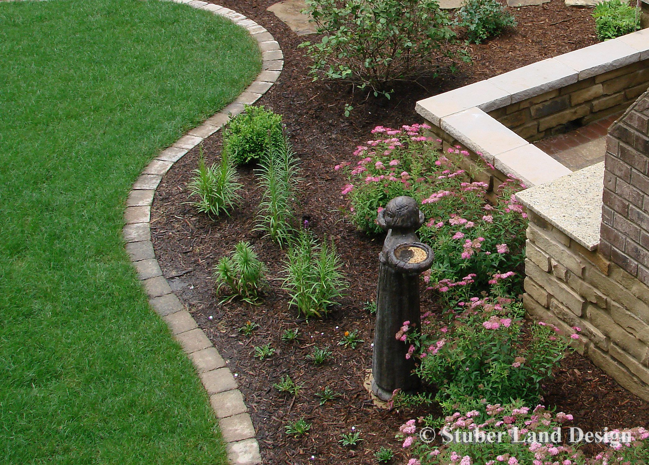 Paver Edging Creates A Good Clean Line To Transition From A Landscape Bed To Lawn Paver Edging Brick Garden Edging Brick Garden
