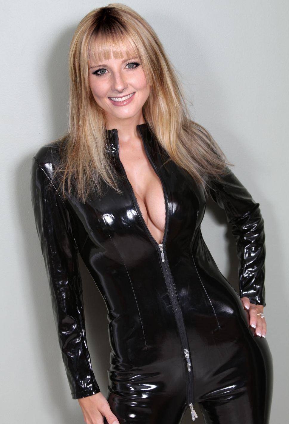 Melissa Rauch Born Melissa Ivy Rauch - June 23, 1980 -2327