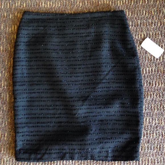 Black tweed pencil skirt Black skirt with shimmery thread throughout• perfect for upcoming holidays• brand new Forever 21 Skirts Pencil