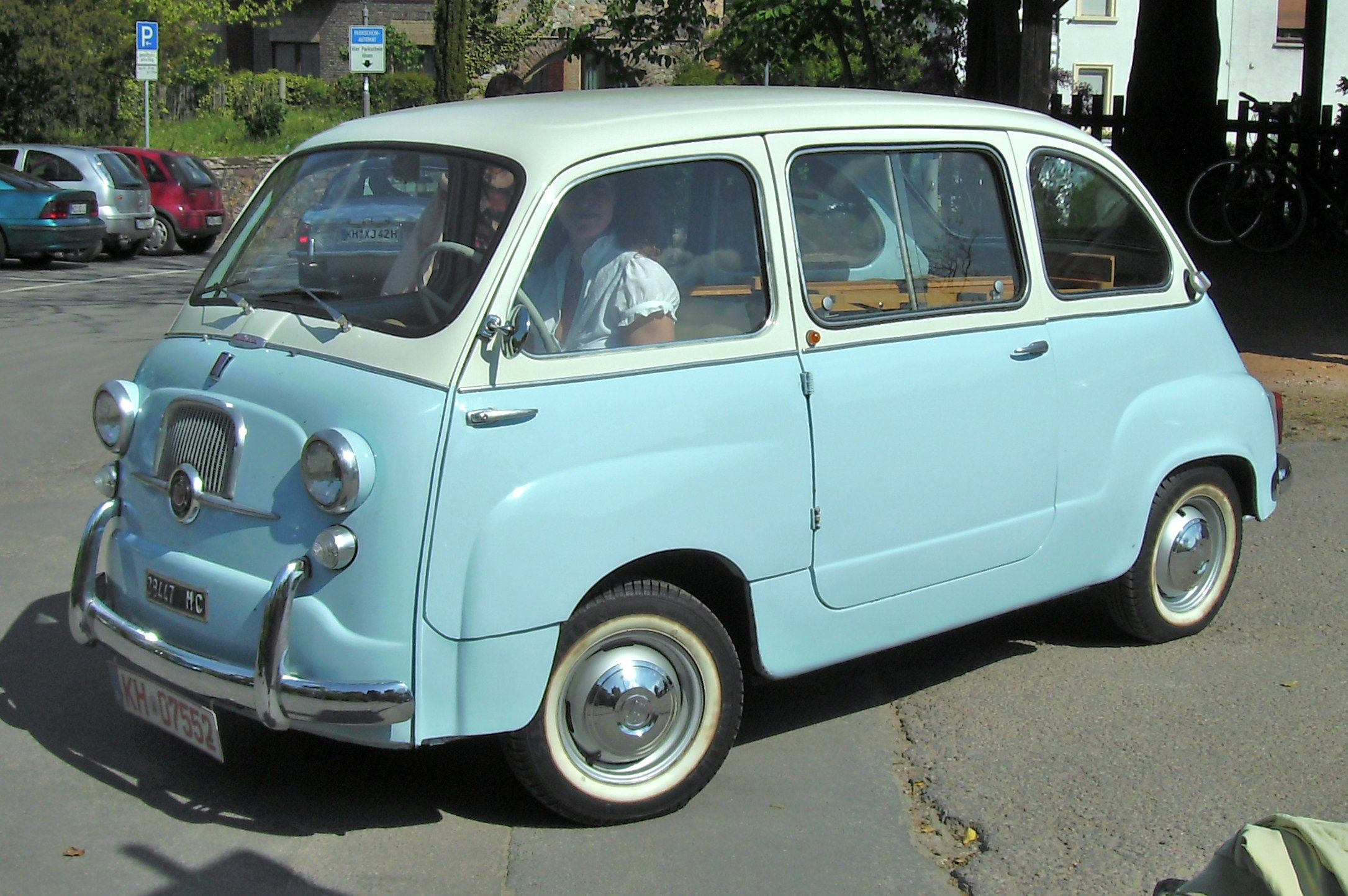 O my, I am in love! Where the fiat 500 meets the classic VW van you get the Fiat 600 Multipla ...