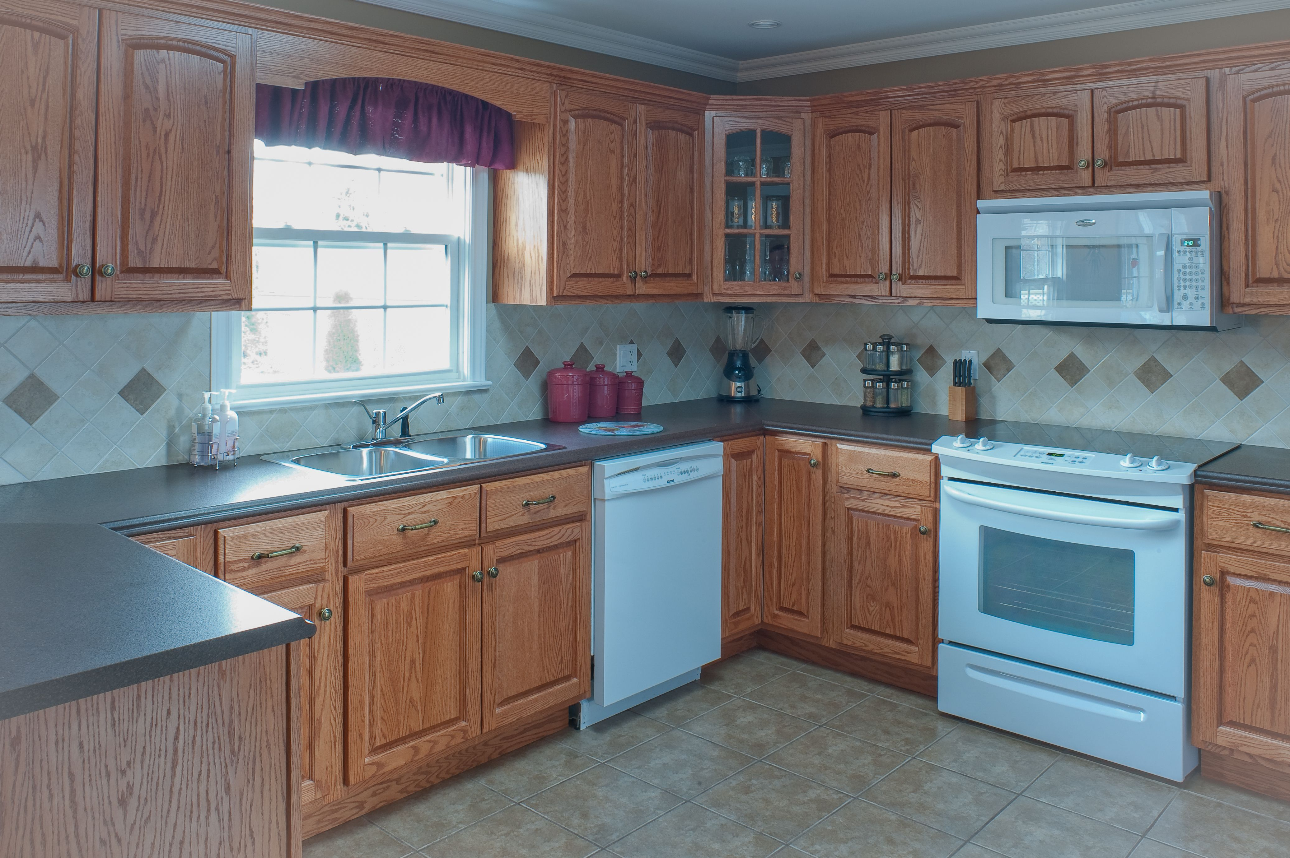 Quality, custom-made kitchens supplied by HubCraft Timber Mart ...