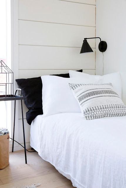 Markki - bedroom with white linnen sheets