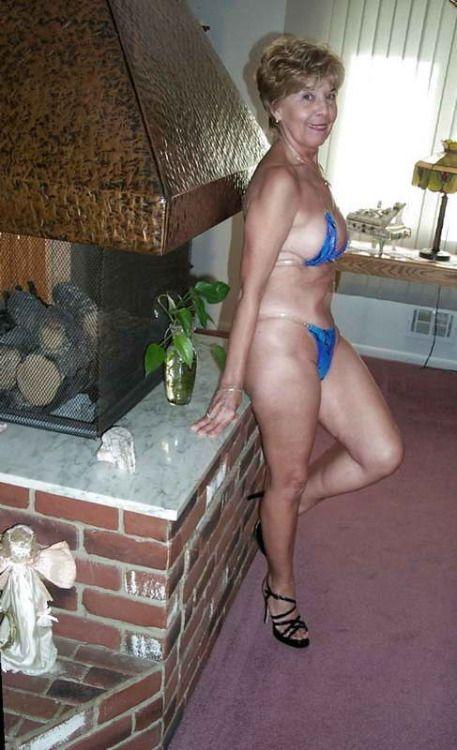 Hot sexy thong ass nude wet girl