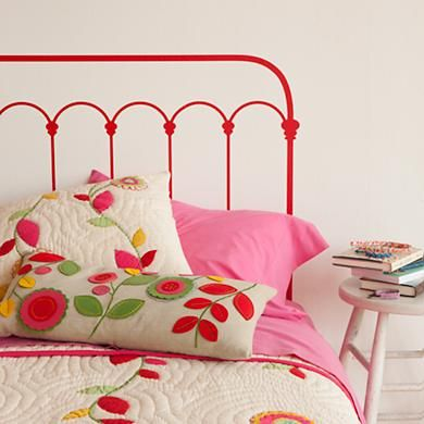 very cute applique quilt and pillow...and is that headboard PAINTED on? Hmmm...