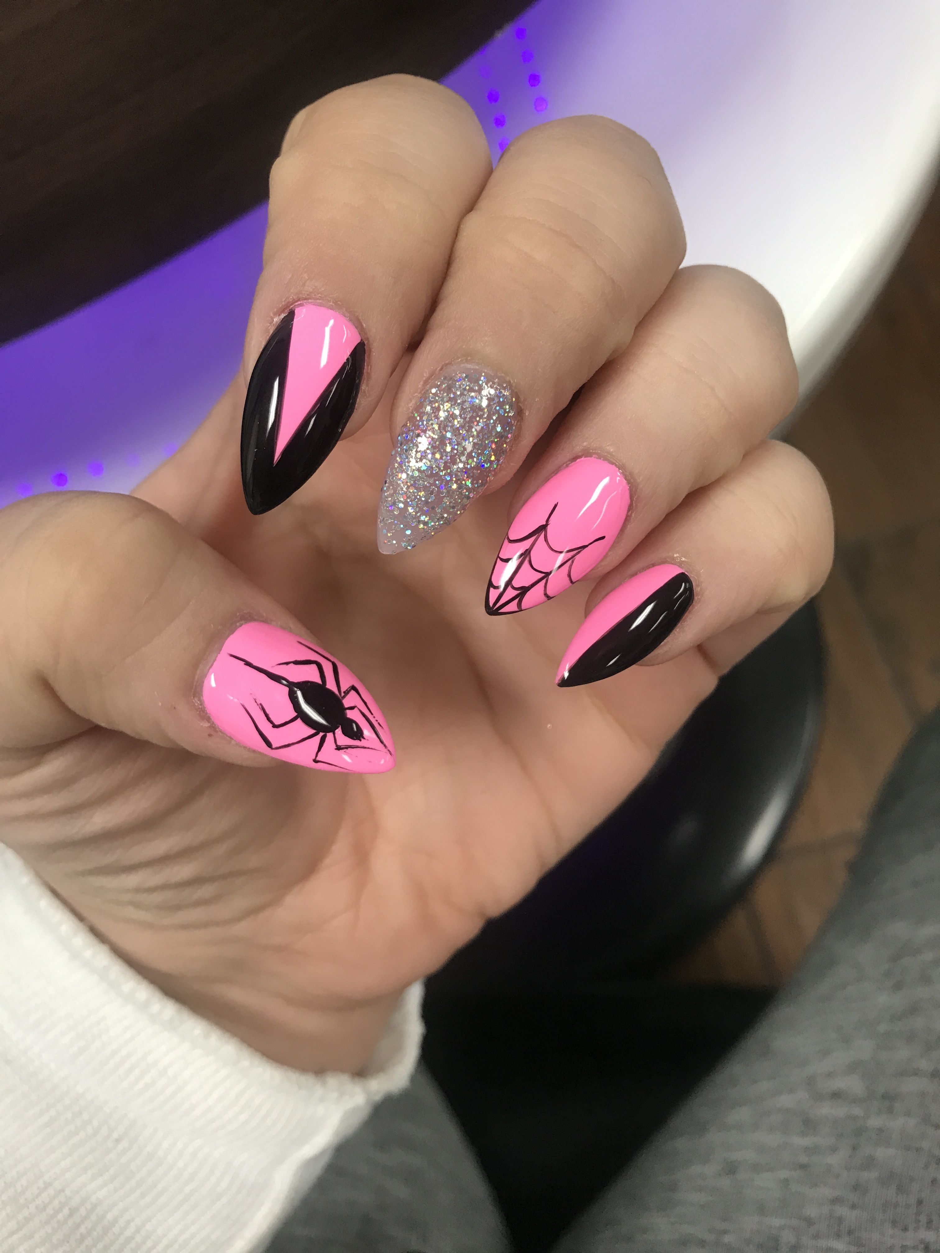 Super fun and girly Halloween spider nails! | Nails