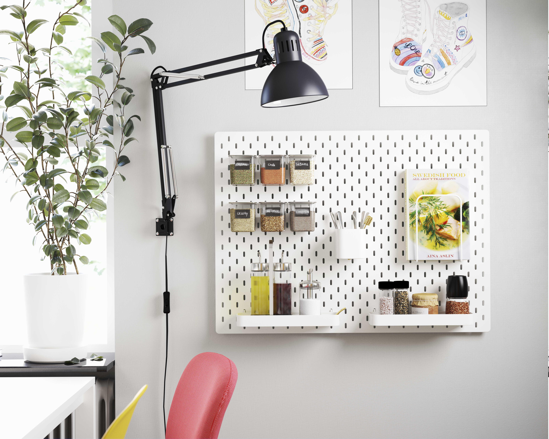 Skadis Ophangbord Wit Koop Hier Ikea In 2020 Bureaulamp Ikea Lichtarmaturen