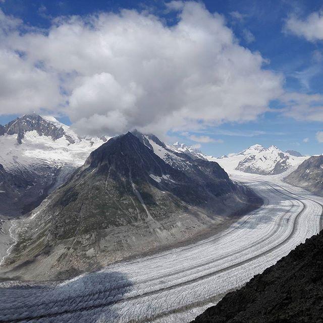 Aletsch Glacier in Switzerland. Suprise! #hasajacezajace #mountains #gory #switzerland #schwiez #glacier #travel…