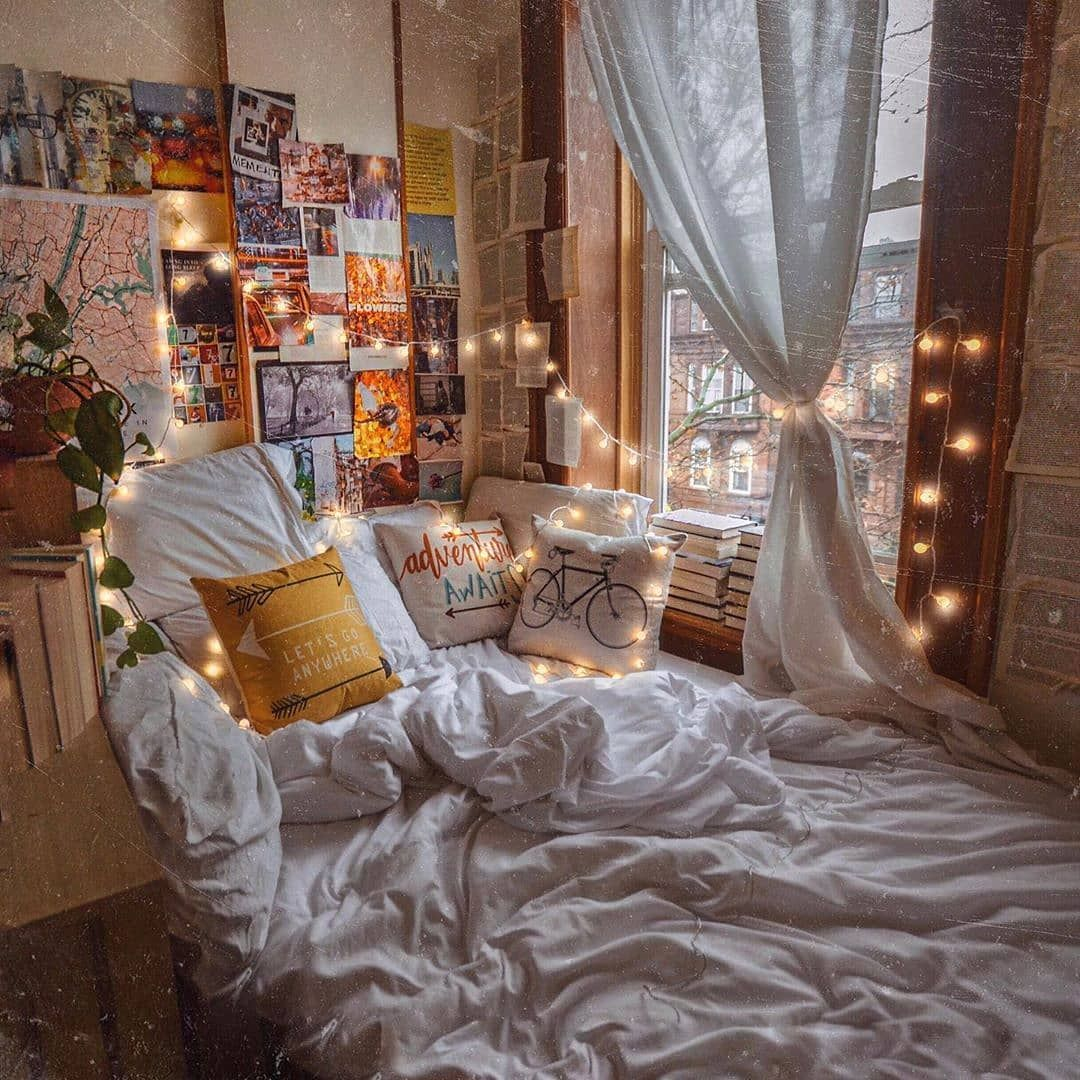 This Room Looks So Cozy We Could Stay In This Bed All Day Long What Do You T Cozybedroom Cozyhome Cozy In 2020 Aesthetic Bedroom Cozy Room Aesthetic Rooms