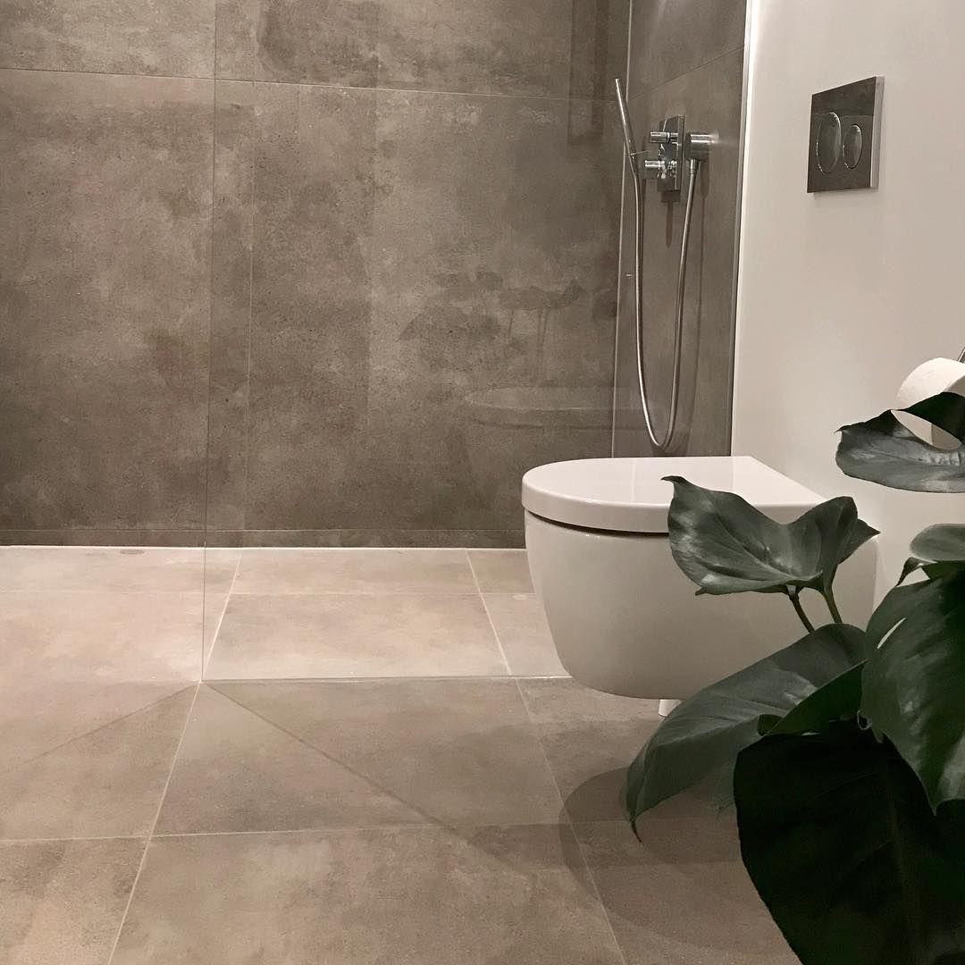 badeværelse fliser Kundefoto   Der er skabt en hyggelig stemning på badeværelset vha  badeværelse fliser