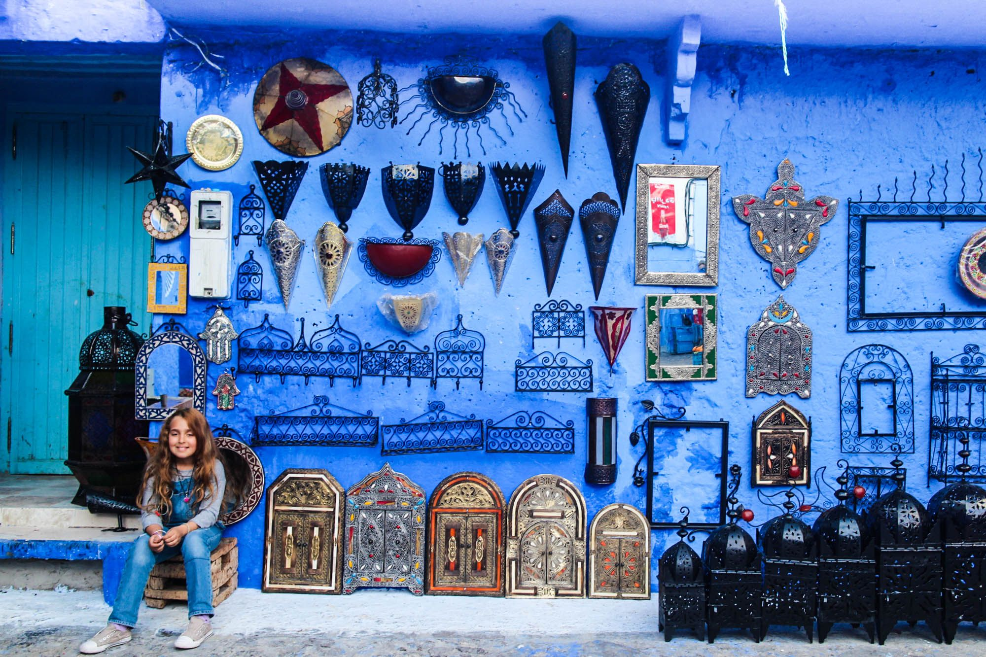 With it's gorgeous mountain backdrop, blue washed walls and laid back vibe, Chefchaouen will be quick to steal your unassuming little heart.