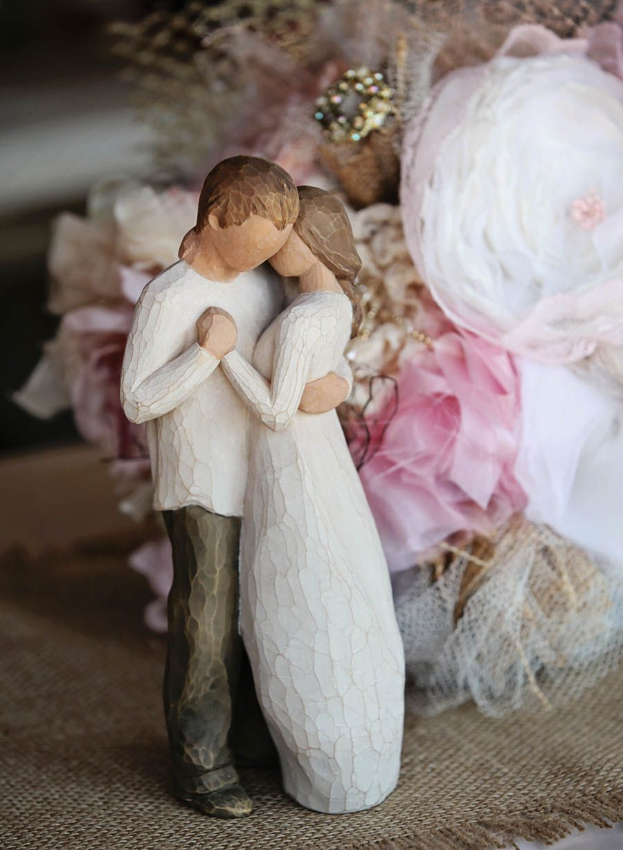 Willow Tree figurines at the head table - #sweet #wedding #decoration #willow #tree #fabric # ...