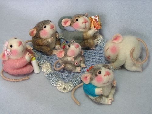 Needle felted mice by feltedmice