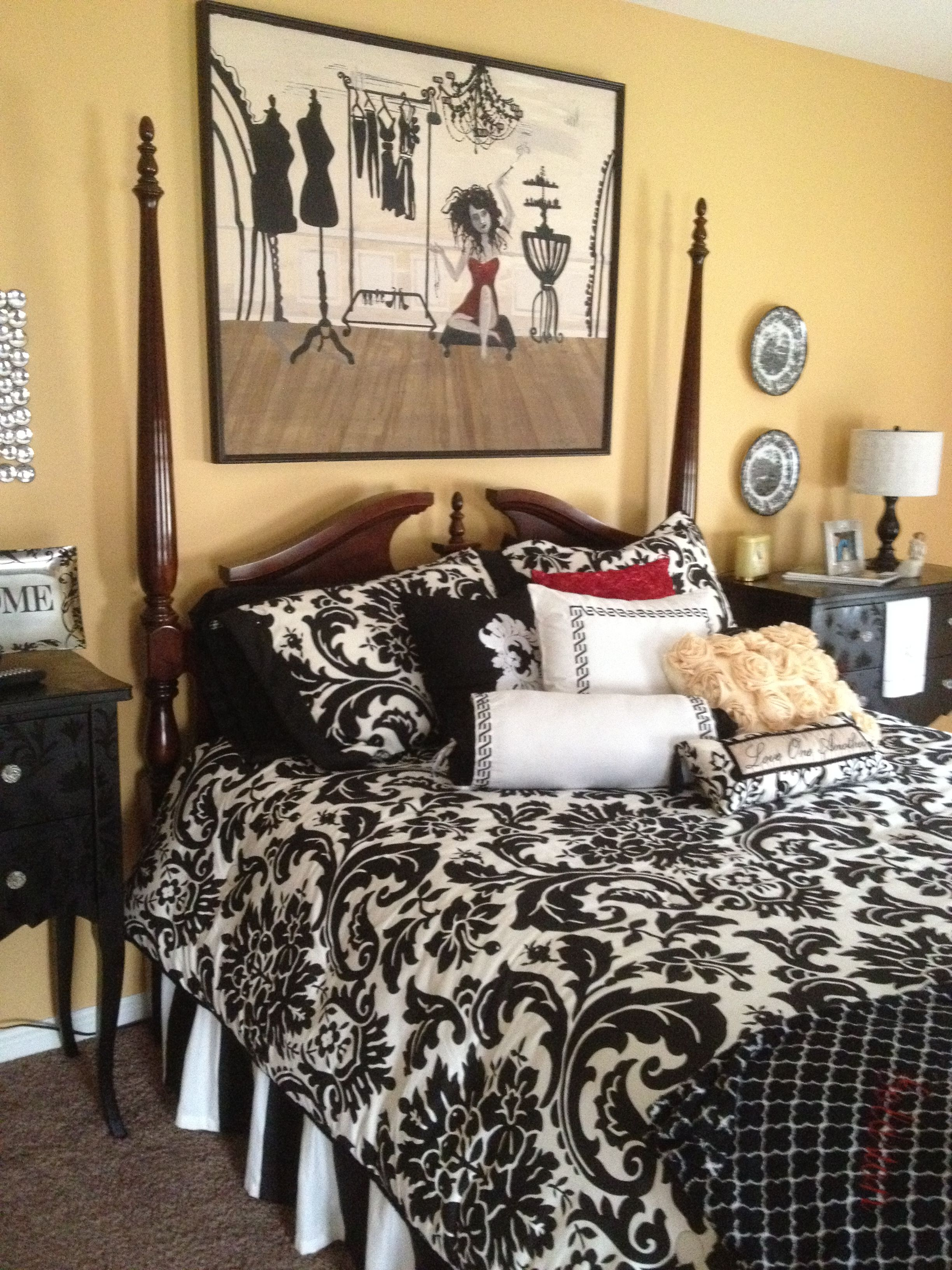 Love the colors! Pretty bedroom =) Black and white bedding