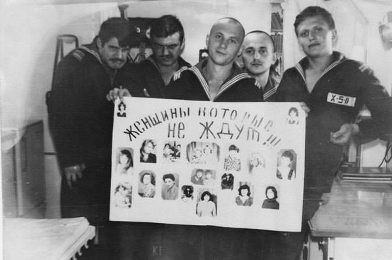 "«Женщины, которые не ждут!!!». Срок службы в ВМФ СССР — 3 года.  ""The women who do not wait!!!"" The length of service in Soviet Navy was 3 years."