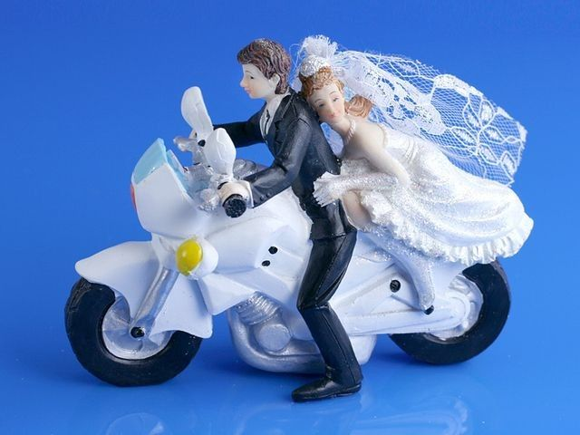 so fun for couples who like to ride! couple de marié à moto