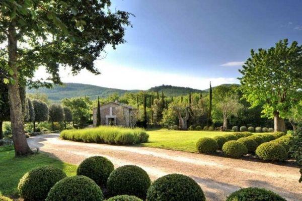 Luxus Ferienhaus In Toskana Beeindruckt Mit Mediterraner Architektur Italienisches Bauernhaus Luxus Ferienhaus Mediterrane Architektur