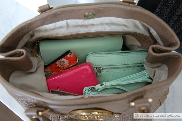 My organized purse and must have items inside! - The Sunny Side Up Blog (great organization system!!!)