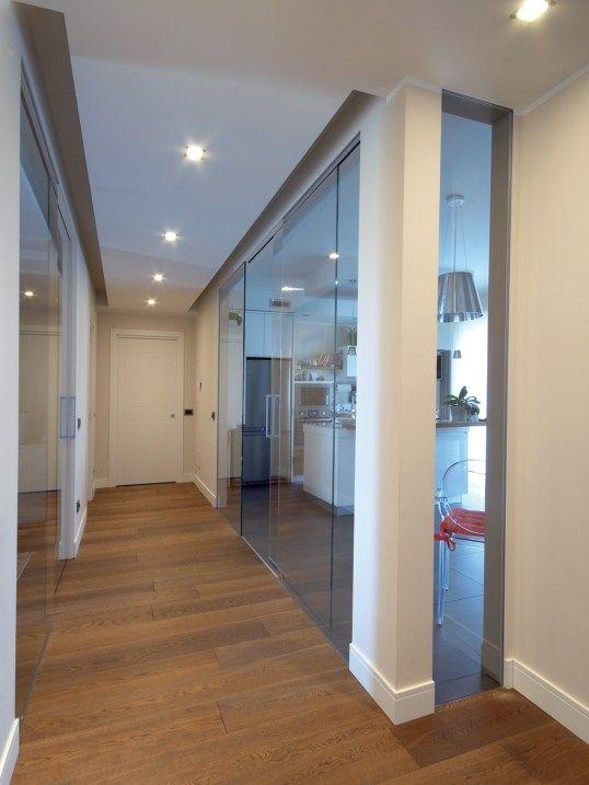 Parete mobile in vetro parete con porta scorrevole collezione rasovitra by sistemi rasoparete - Parete in cartongesso con porta ...